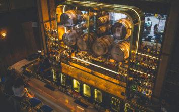 Μπαρ της Αθήνας που συνδυάζουν ποτό με φαγητό
