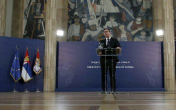 Διαδηλωτές στο Βελιγράδι απέκλεισαν τον Βούτσιτς στο προεδρικό μέγαρο