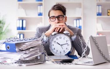 Τα 5 σημάδια που δείχνουν πως κάτι δεν πάει καλά με την εργασιακή σας εμμονή