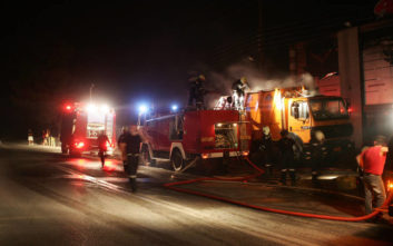 Κάηκαν Ι.Χ και φορτηγά σε πάρκινγκ στην Κατερίνη