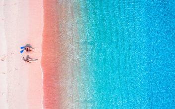Δύο ελληνικές ανάμεσα στις πιο εντυπωσιακές ροζ παραλίες στον κόσμο