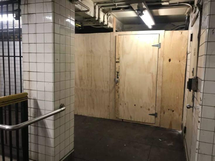 Γέμιζε το μετρό της Ν. Υόρκης με μηνύματα αγάπης για τον Τραμπ