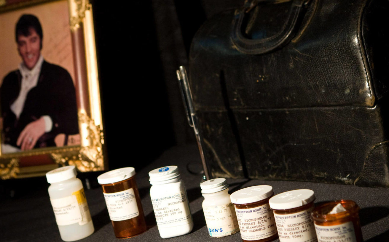 Ο Ελληνοαμερικανός γιατρός που σε λίγους μήνες συνταγογράφησε 19.000 χάπια στον Έλβις Πρίσλεϊ