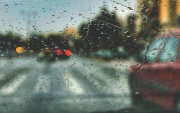 Καιρός: Βροχές και καταιγίδες σήμερα Παρασκευή, ζέστη το Σαββατοκύριακο