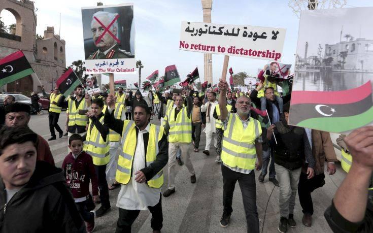 Λιβύη: Τα «κίτρινα γιλέκα» εμφανίστηκαν και στην Τρίπολη