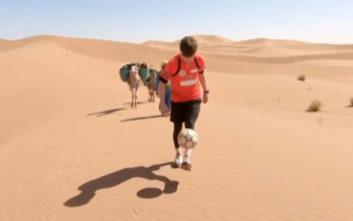 Διέσχισε 95 χιλιόμετρα ερήμου με… ποδαράκια