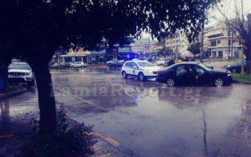 Σφοδρή σύγκρουση δύο οχημάτων στη Λαμία