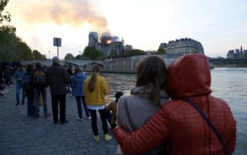 Παγκόσμια θλίψη για την πυρκαγιά στην Παναγία των Παρισίων