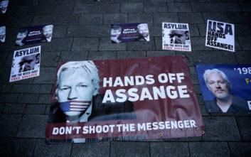 ΗΠΑ και Λονδίνο θέλουν να δικάσουν τον Mr. WikiLeaks μετά τη σύλληψή του