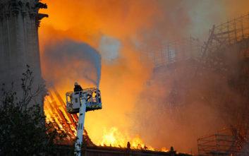 Παναγία των Παρισίων: Οι πυροσβέστες μπήκαν στη Νοτρ Νταμ σε λιγότερα από 10 λεπτά