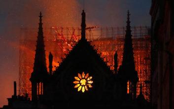 Σοκ και θλίψη στο Παρίσι για τη φλεγόμενη Παναγία των Παρισίων