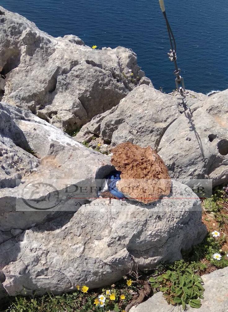 Φωτογραφίες από το σημείο όπου δύο Γερμανοί κατέβασαν την ελληνική σημαία