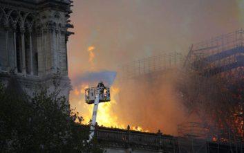 Παναγία των Παρισίων: Έσβησαν όλες οι εστίες φωτιάς, «κολοσσιαίες» οι ζημιές