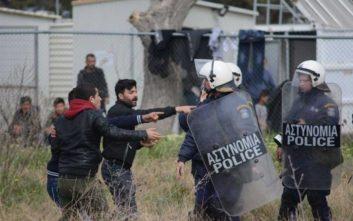 Νέα επεισόδια στα Διαβατά, συγκρούσεις ανάμεσα σε πρόσφυγες και ΜΑΤ