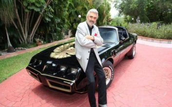 Στο «σφυρί» οι καουμπόικες μπότες και το αυτοκίνητο του Μπάρτ Ρέινολντς