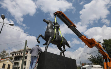 Το άγαλμα του Μεγάλου Αλεξάνδρου δεσπόζει στην «καρδιά» της Αθήνας