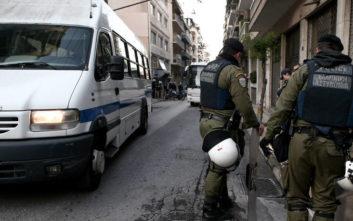 Διπλή αστυνομική επιχείρηση στα Εξάρχεια σε υπό κατάληψη κτίρια