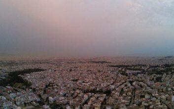 Καιρός: Αφρικανική σκόνη, συννεφιά και ζέστη