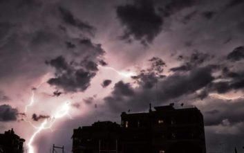 Διδώ: Σφοδρή καταιγίδα με κεραυνούς σαρώνει τώρα την Αττική