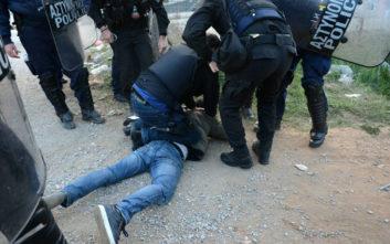 Νέα ένταση στα Διαβατά, συγκρούσεις προσφύγων με την αστυνομία