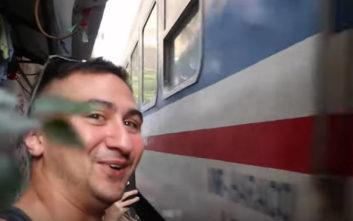 Τρένο στο Βιετνάμ περνάει ξυστά από τους κατοίκους