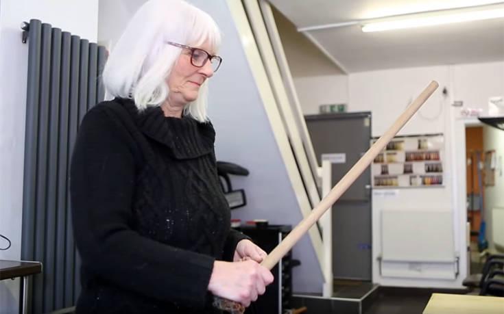Γιαγιά κράτησε όμηρο τον ληστή με το… σκουπόξυλο
