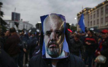 Βίαια επεισόδια και τραυματίες σε διαδήλωση της αλβανικής αντιπολίτευσης