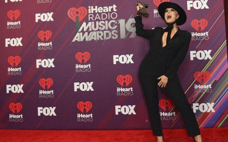 Διάσημη τραγουδίστρια αποκαλύπτει: Είμαι διπολική και δεν ντρέπομαι