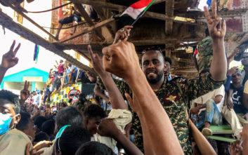 Κρίσιμες ώρες στο Σουδάν μετά την ανατροπή του Όμαρ ελ Μπασίρ