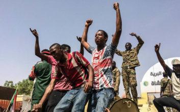 Βυθίζεται στο χάος και τη βία το Σουδάν