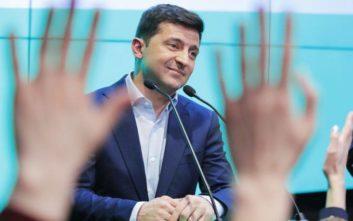 Η αβεβαιότητα στην Ουκρανία σκεπάζει τον θρίαμβο του κωμικού Ζελένσκι