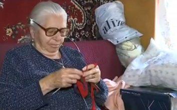 Γιαγιά με τερλίκια: Πρωτοβουλία για «δίκαιη επίλυση του ζητήματος» αναλαμβάνει η Παπανάτσιου