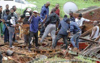 Δεκάδες νεκροί, τραυματίες και αγνοούμενοι από πλημμύρες στη Νότια Αφρική