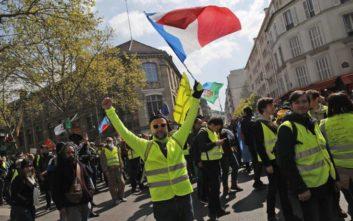 Η Γαλλία «φλέγεται» από τον «πυρετό» των κίτρινων γιλέκων