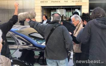 Φωτογραφίες και βίντεο από τα γυρίσματα του Γαβρά με τον «Τσίπρα» στο κέντρο της Αθήνας