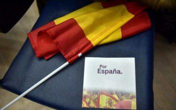 Καταλονία και εκταφή Φράνκο «εκτοξεύουν» στις δημοσκοπήσεις το ακροδεξιό Vox