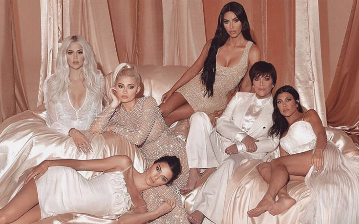 Η οικογενειακή φωτογραφία των Καρντάσιαν και οι κατηγορίες για Photoshop