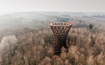 Ο εντυπωσιακός κυλινδρικός πύργος που προσφέρει απίστευτη θέα