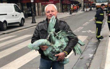 Παναγία των Παρισίων: Ανέλπιστη ανακάλυψη, σώθηκε ο κόκορας του καμένου κωδωνοστασίου