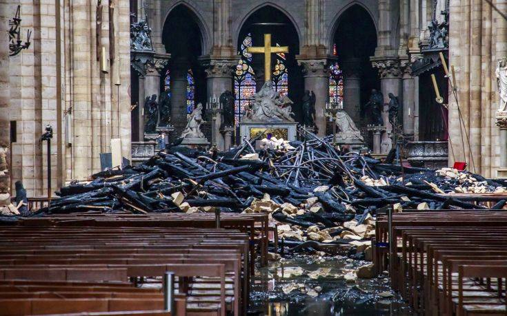 Παναγία των Παρισίων: Εξετάζεται η πιθανότητα να οφείλεται σε αμέλεια η πυρκαγιά