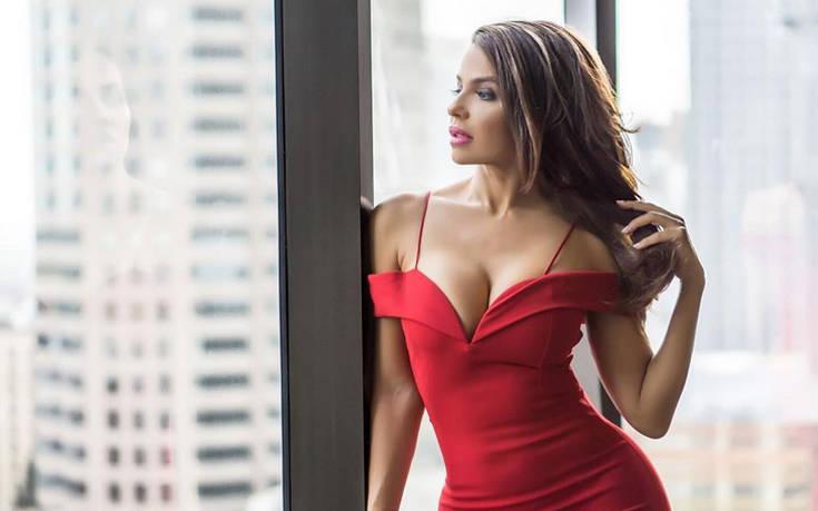 Η Vida Guerra ξέρει πώς να κάνει τους followers της να μη βαριούνται