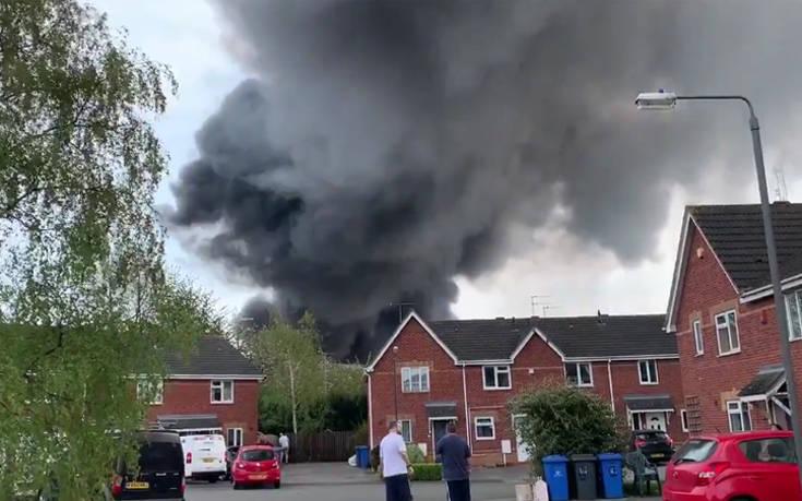 Πυρκαγιά και εκρήξεις στο κέντρο του Ντέρμπι