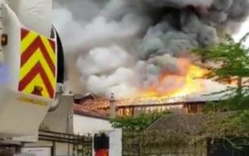 Μεγάλη φωτιά στην περιοχή των Βερσαλλιών