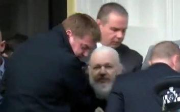 Ο Mr. Wikileaks Τζούλιαν Ασάνζ και η πολυτάραχη διαδρομή του