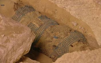 Το άνοιγμα μιας σαρκοφάγου ηλικίας 2.500 ετών σε ζωντανή μετάδοση