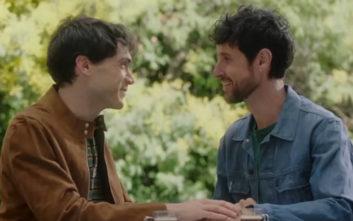 Γκέι ζευγάρι πρωταγωνιστεί σε διαφημιστικό για το ντέρμπι της Σεβίλλης