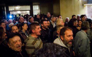 Δεν έχει ξεκινήσει το συνέδριο της ΓΣΕΕ, συνεχίζεται η κατάληψη του ξενοδοχείου
