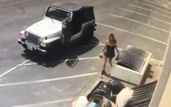 Γυναίκα πετάει νεογέννητα κουτάβια στα σκουπίδια και φεύγει