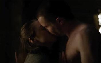 Game of Thrones: Η ηθοποιός που υποδύεται την Arya Stark θεώρησε φάρσα τη σκηνή του σεξ