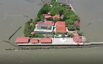 Το «μοναστήρι που επιπλέει» βρισκόταν κάποτε στη μέση ενός χωριού